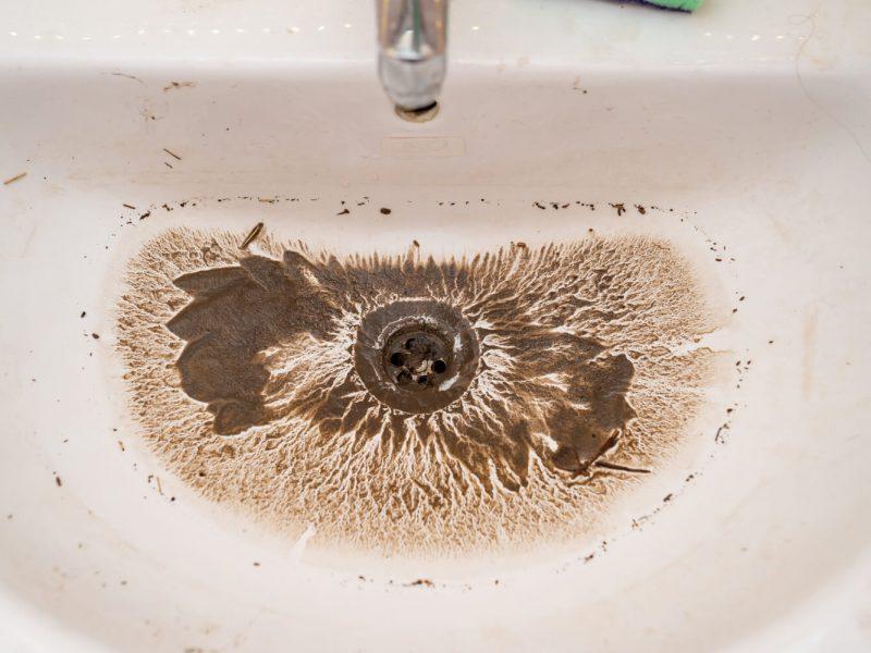 Lavabo bouché : 4 solutions pour que l'eau s'écoule normalement