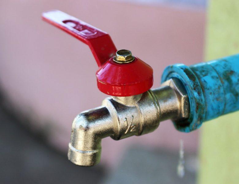 Fuite sur une vanne d'arrêt d'eau : que faire ?